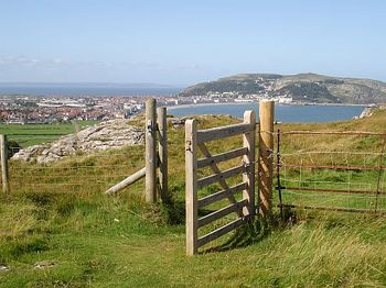 Llandudno from The Llittle Orme. Lymehurst BandB accommodationis in Llandudno.